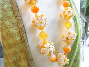 黄色花ネックレス